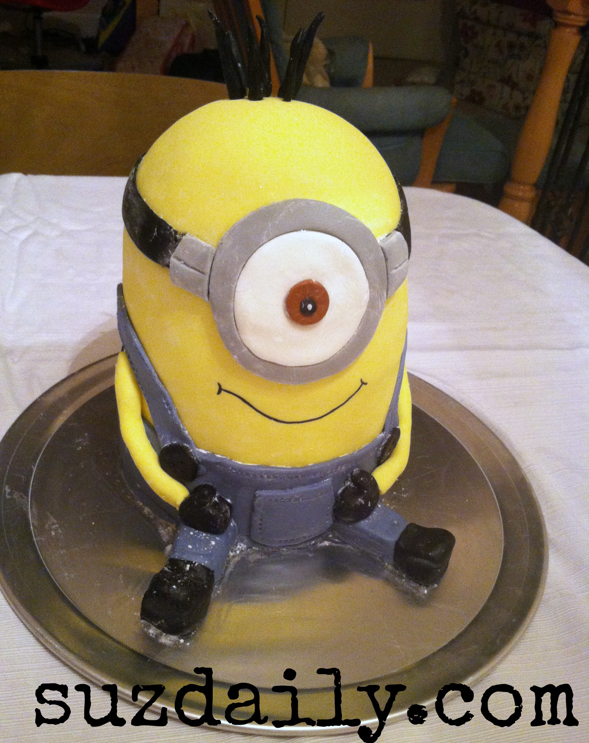 How To Make A Minion Cake Suz Daily